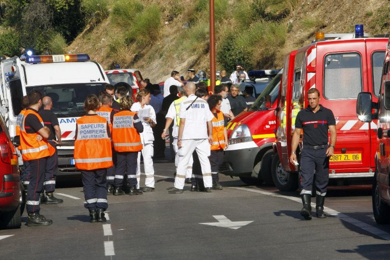 Во Франции обстреляли автобус с туристами