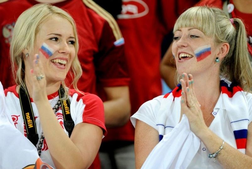 Франция депортирует женщин-болельщиц из России