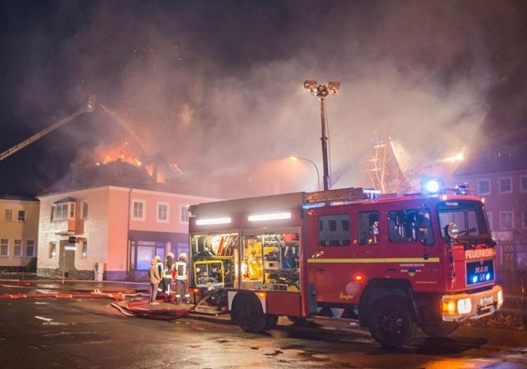 Во Франции сожгли приют для беженцев