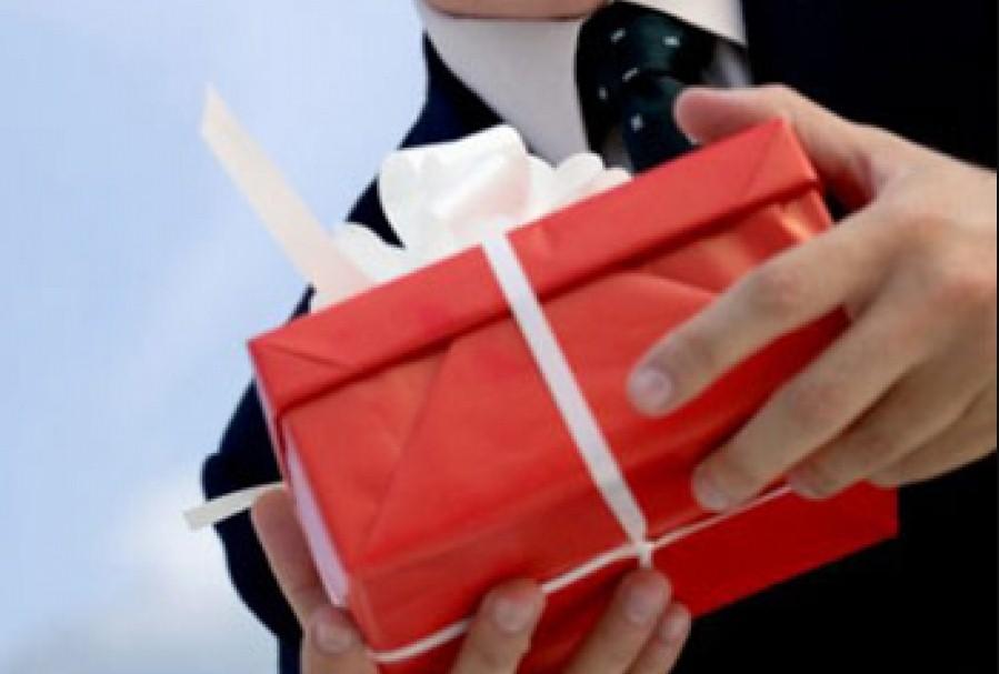 Вернуть ли подарки от бывшей девушки