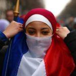 женщины в хиджабах франция