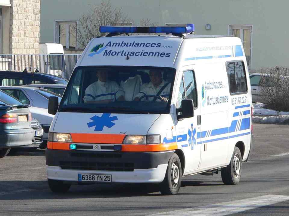 Ambulance-p1030618.jpg
