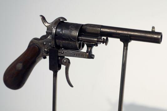 5040851_6_8546_le-revolver-un-modele-lefaucheux-de-calibre_8573e7e5c62c4e3826a3d5a37e45476b.jpg
