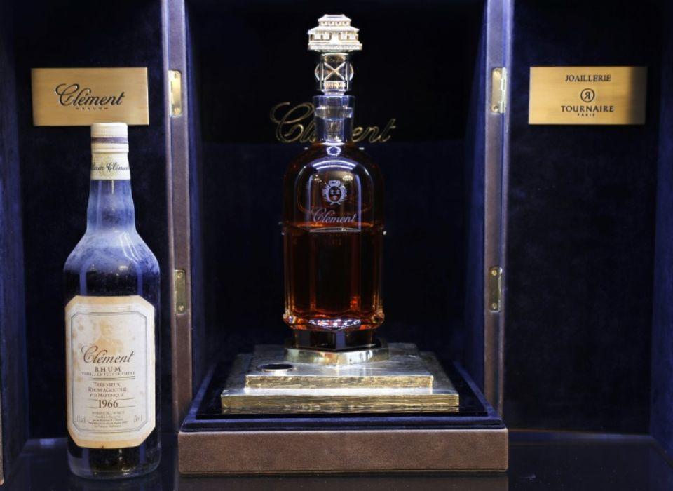 995927-la-bouteille-de-rhum-la-plus-chere-du-monde-nee-du-partenariat-entre-les-rhums-clement-de-martinique.jpg