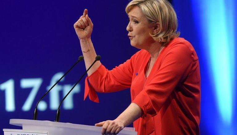 Новости Франции - Результаты опроса:  первый тур выигрывает Ле Пен, второй - Макрон