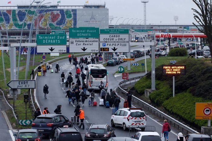 По факут нападения на военнослужащих в аэропорту Париж-Орли возбуждено уголовное дело