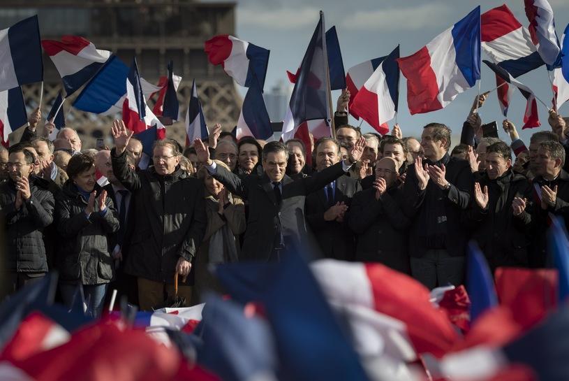 В центре Парижа прошел митинг в поддержку Франсуа Фийона