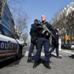 За взрывами в Париже вероятно стоят греческие анархисты