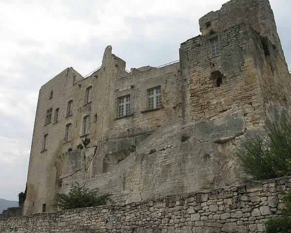 замок лакоста