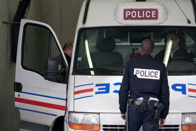 В коммуне Сен-Бенуа ранены полицейские