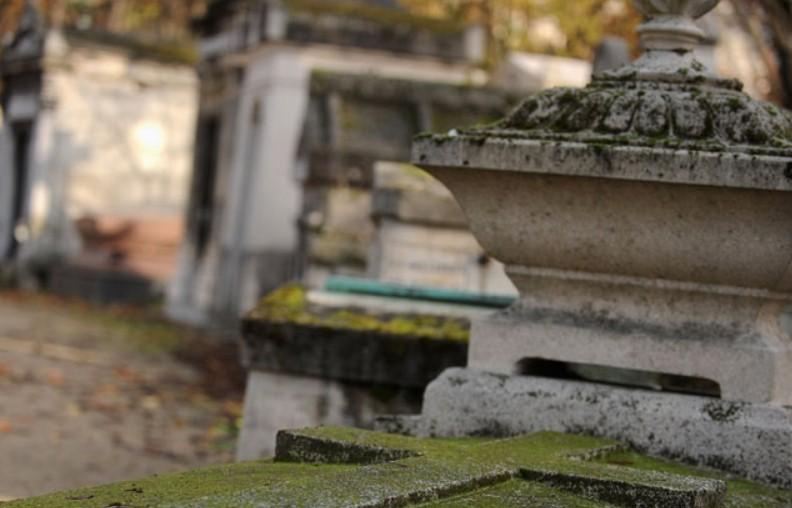 От рук вандалов пострадало 3 крупных кладбища Франции