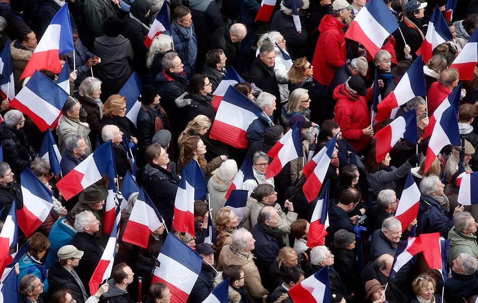 Инвесторы распродают французские бонды, несмотря на заявления аналитиков