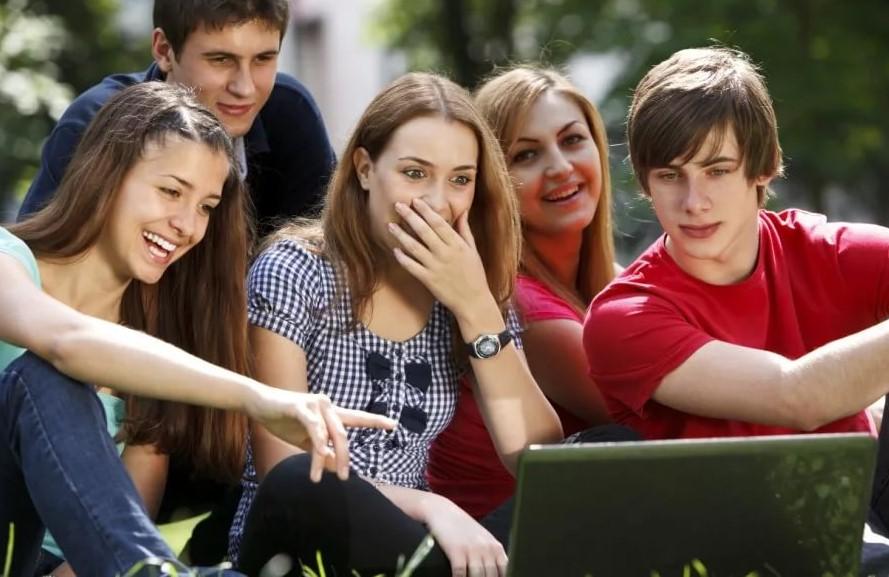 Названа страна с самыми счастливыми подростками