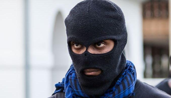 Французские полицейские  хотят носить балаклаву