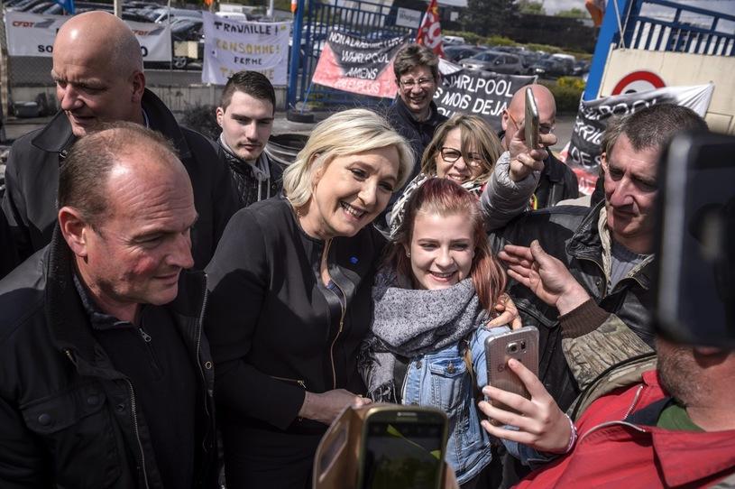 Олланд призвал руководство недать ЛеПен одолеть