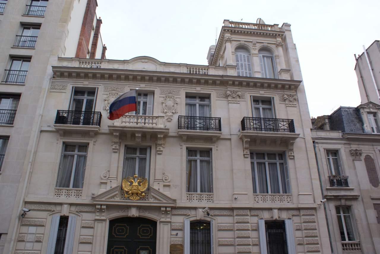 Франция оставила Посольство РФ в Париже без охраны