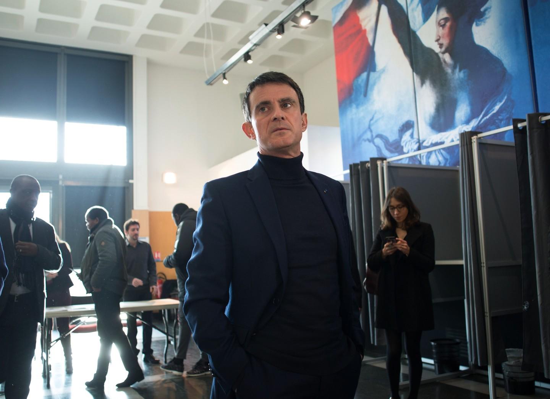 Подлецами Макрона и Олланда назвал экс-премьер Франции