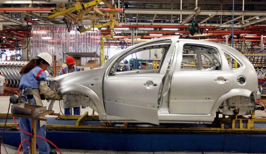 Взорвать завод пригрозили рабочие во Франции