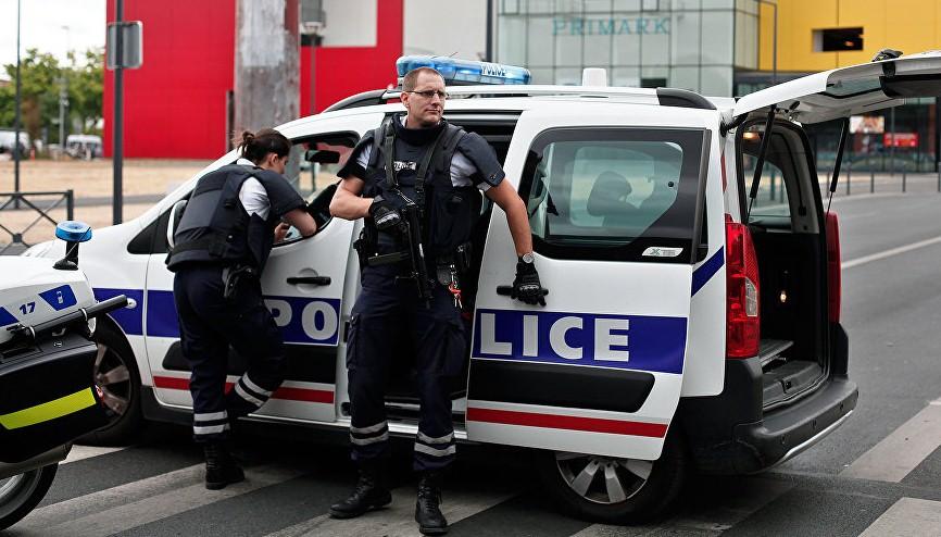 Неизвестные с топорами и пистолетом ограбили ювелирный магазин