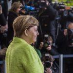 Радиоканал France Info: Меркель ничего не даст Макрону за красивые глаза