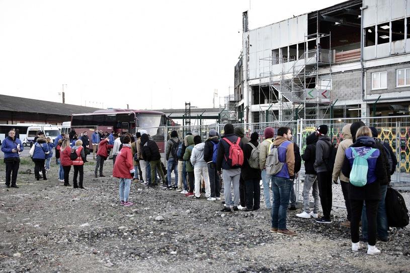 Полиция ликвидировала нелегальный лагерь для беженцев под Парижем