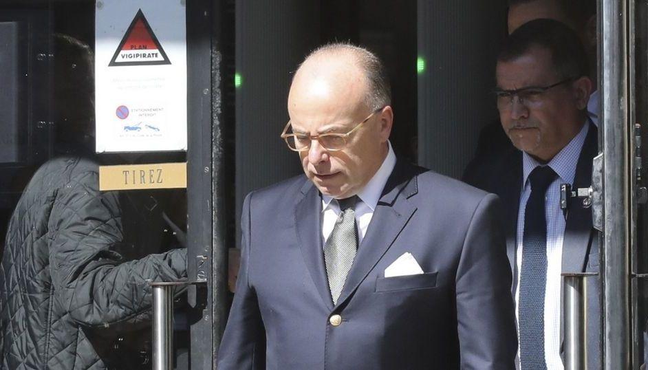 Французское правительство Бернарда Казнева подало в оставку