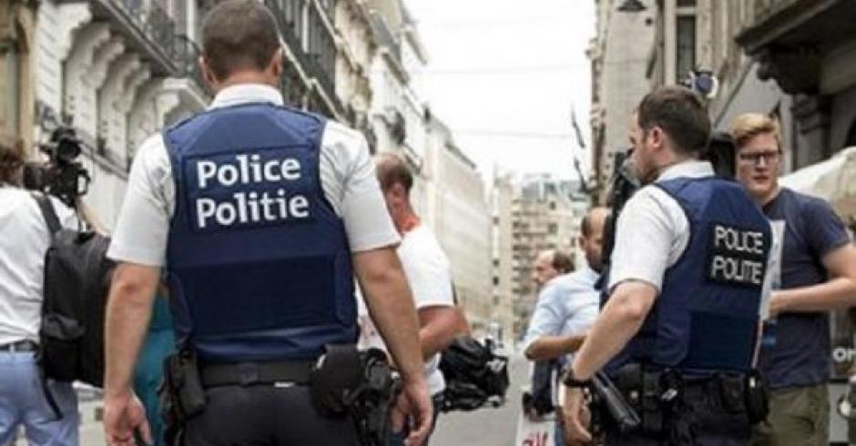 Во Франции мужчина убил жену, привязав ее скотчем к рельсам