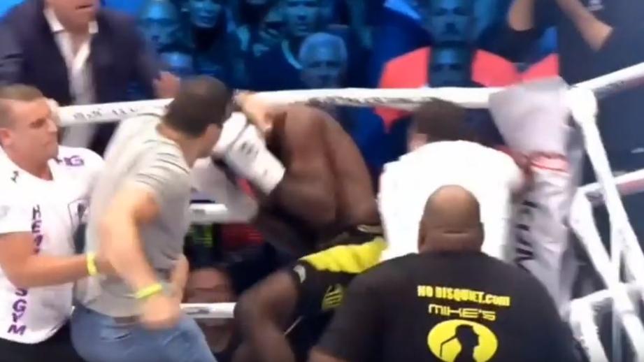 В Париже болельщики избили кикбоксера на ринге