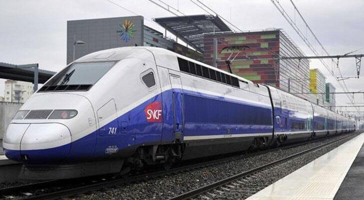 Пьяный машинист поезда во Франции пропустил остановку