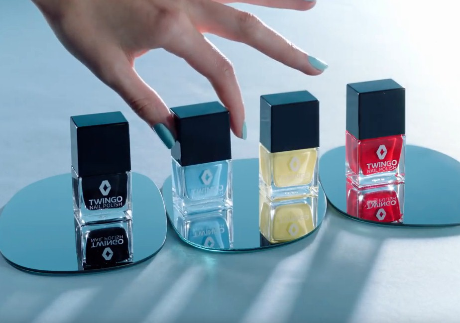 Renault обвинили в сексизме из-за рекламы лака для ногтей