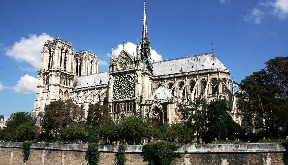 На реставрацию  Собора Парижской Богоматери 100 миллионов евро