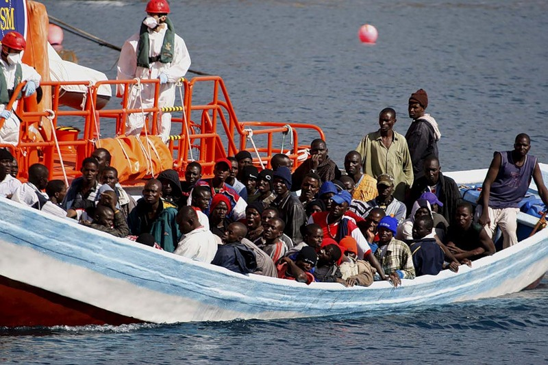 Макрон пообещал фильтровать беженцев в Африке