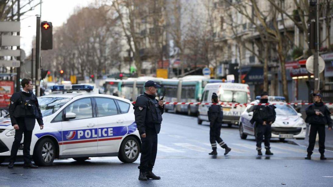 Во Франции полицейского обвиняют в связях с террористами