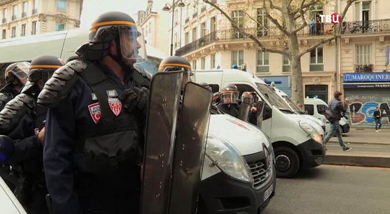 В Париже прошел митинг против законопроекта