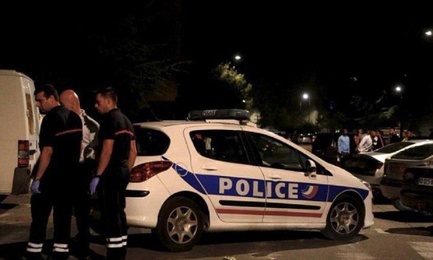 Во Франции неизвестные расстреляли людей около мечети