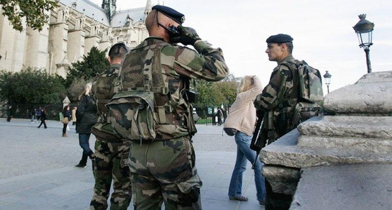 Бельгиец напал с ножом на военных во Франции