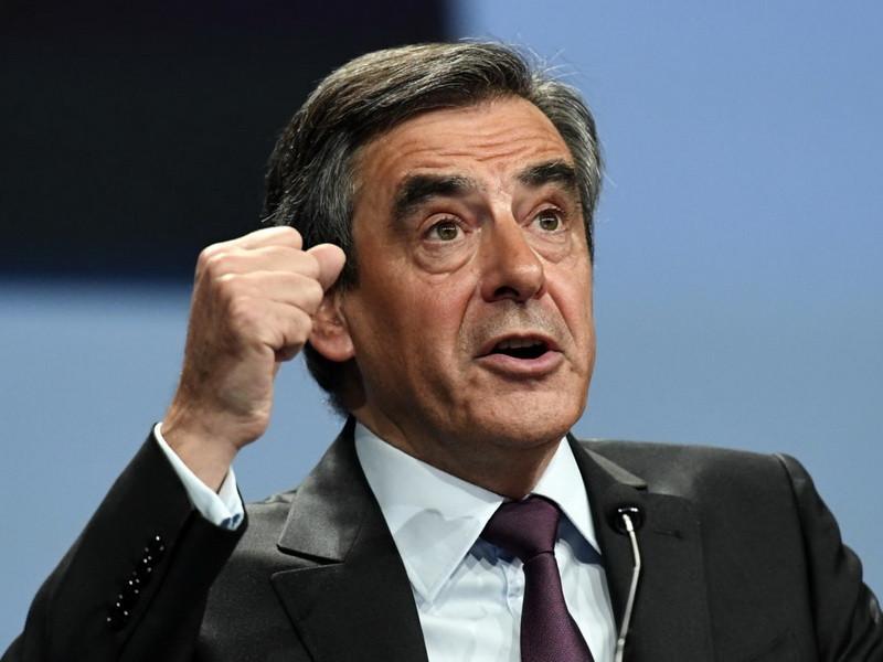 Республиканцы просят Фийона вернуть €3 млн