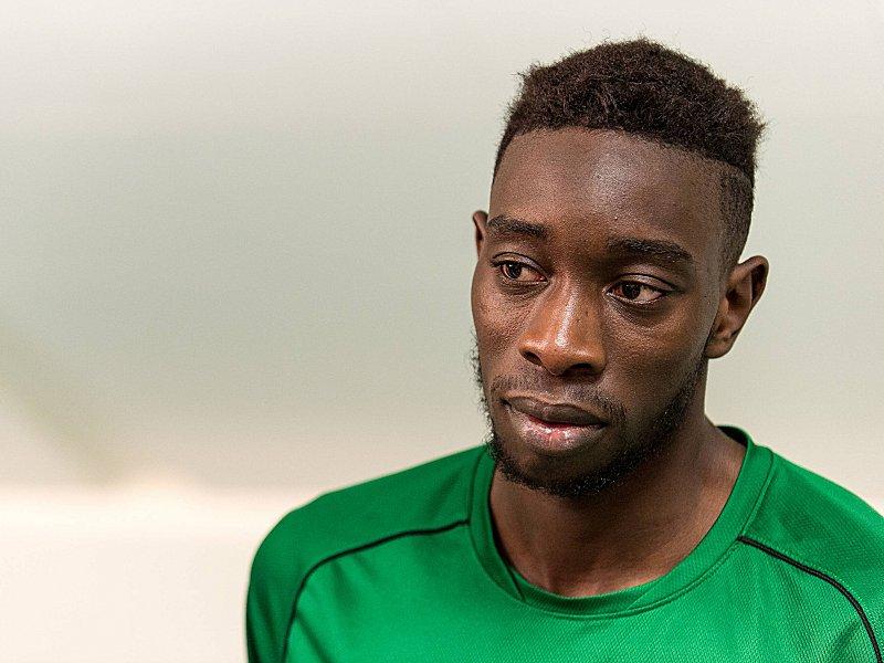 Полицейского в Париже избил футболист