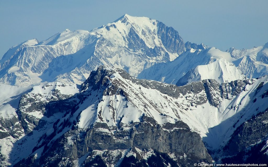 Во французских Альпах нашли останки жертв авиакатастрофы