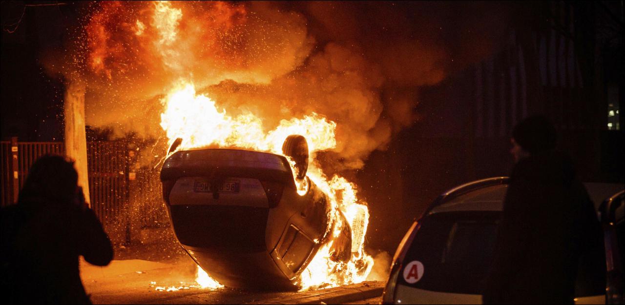 Рекордное количество машин сожгли во Франции в День взятия Бастилии