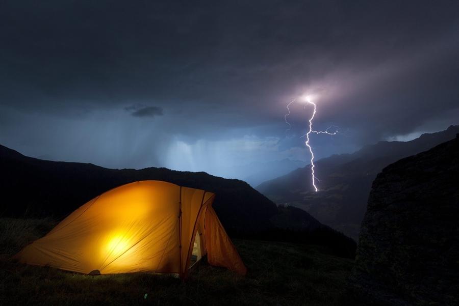 Восемь подростков пострадали от удара молнией
