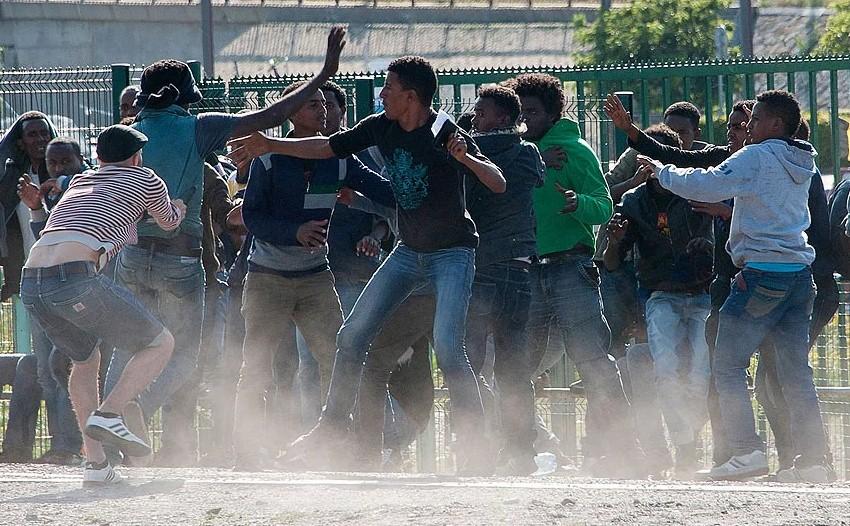 В Кале из-за еды произошла массовая драка мигрантов