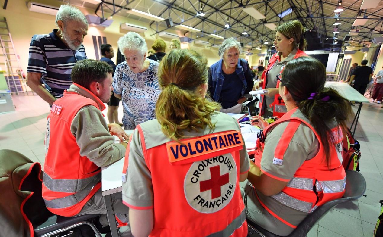На юге Франции эвакуировали около 400 человек