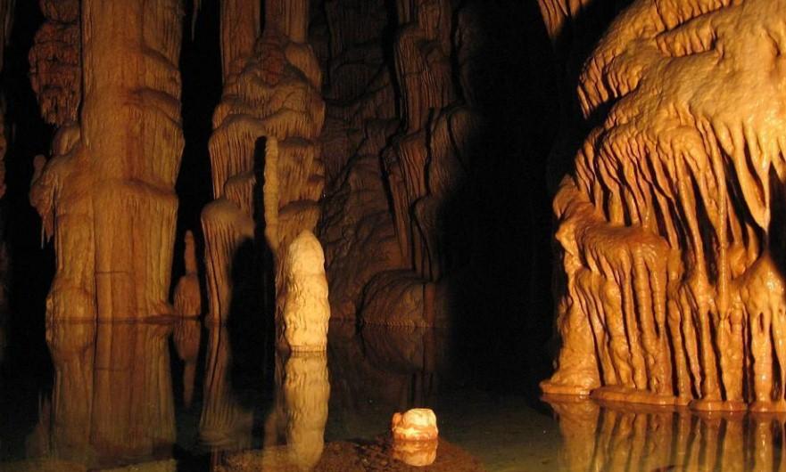 8 туристов оказались в плену пещеры