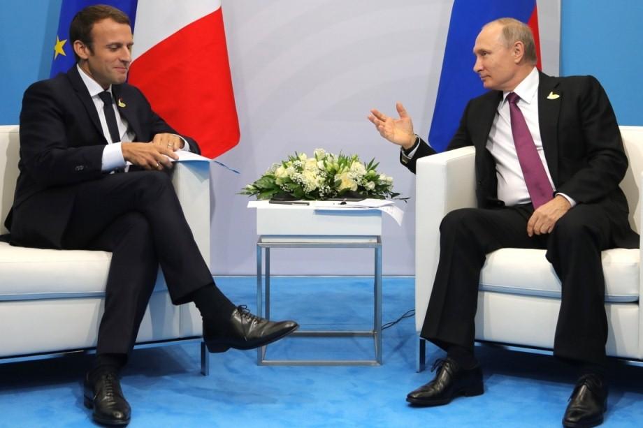 Макрон заявил о готовности к диалогу с Россией по Украине