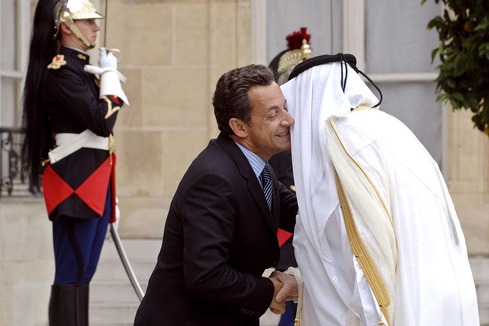 Экс-президента Франции заподозрили в получении взяток от Катара
