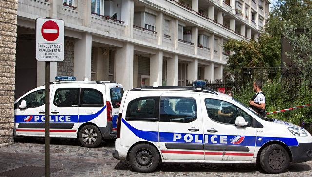 В пригороде Парижа автомобиль сбил полицейского