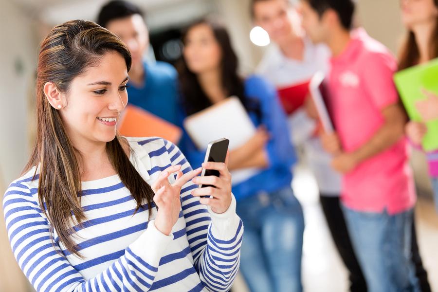 Во Франции хотят запретить мобильные телефоны в колледжах