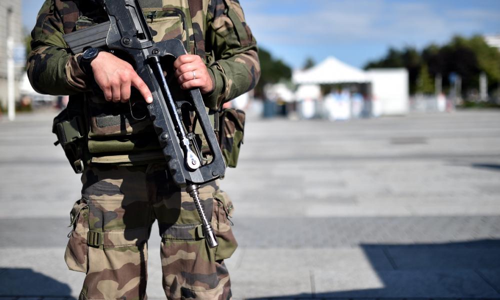 Недалеко от Ниццы найден мёртвым молодой военный