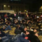 Фермеры в знак протеста разбросали солому в Париже